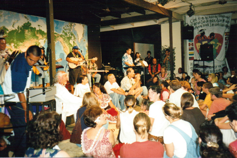David and Dale Garratt,  worship in Hawai'i