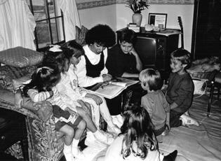 Qaumaniq with children